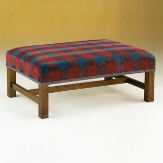 Hailes Stool: H Stretcher
